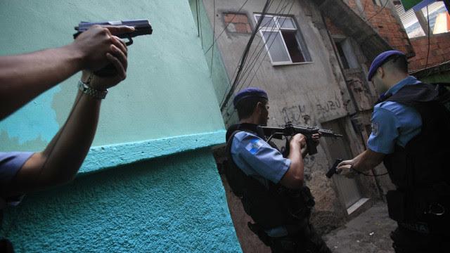 Governo do Rio terá que justificar operações policiais na pandemia
