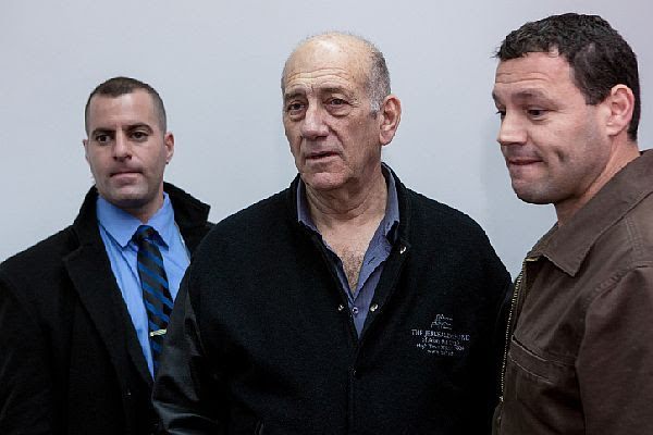 Former PM Ehud Olmert at court for sentencing, Feb. 10 2016.