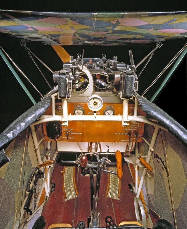 http://www.laboiteverte.fr/21-cockpits-davions/04-cockpit-avion-fokker-d-vii/