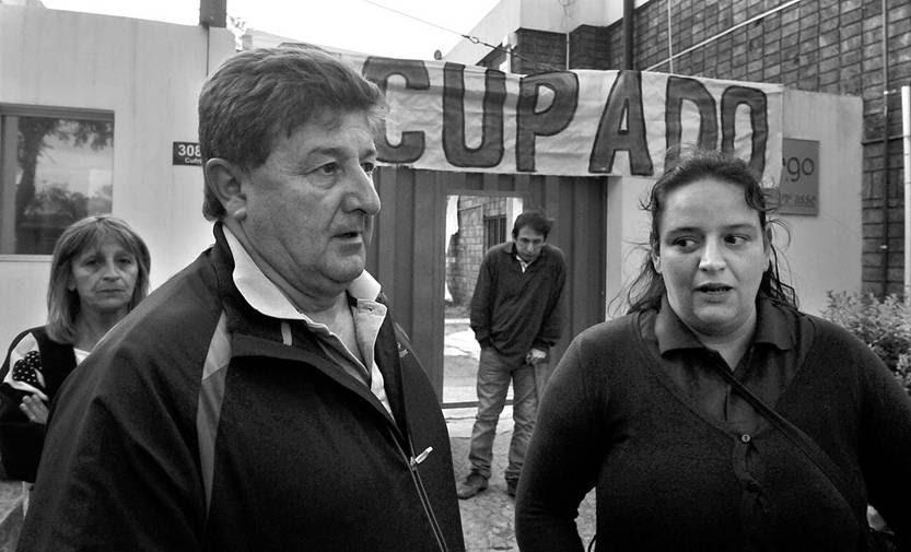 Néstor Soto y Bettina Rodríguez, sindicalistas del laboratorio Dorrego. Foto: Federico Gutiérrez