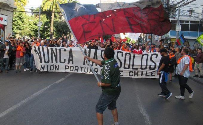"""""""Nunca más solos"""": portuarios de Valparaíso doblaron la mano al gobierno y al empresariado"""