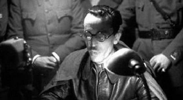 El coronel Casado, el 5 de marzo de 1939, lee su manifiesto contra Negrín en los micrófonos de Unión Radio, justificando la sublevación contra la República.