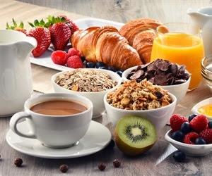 TV를 끄고 에너지가 풍부한 아침 식사는 건강한 심장을 유도 할 수 있습니다.