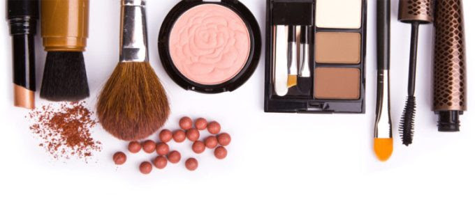 Summer-Hols-Makeup-Kit-768x357
