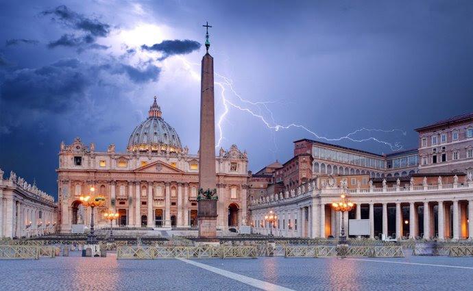 VaticanLightning-1-1500x926