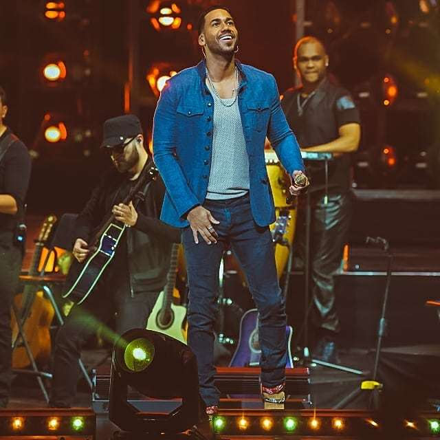 romeo santos artwork 3