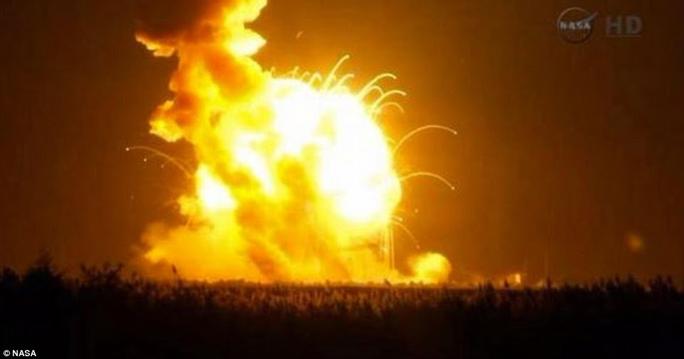 https://i.dailymail.co.uk/i/pix/2014/10/28/1414540025244_wps_7_Nasa_Rocket_explodes_on_L.jpg