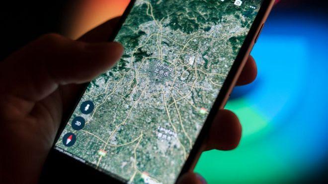 telefone mostra mapa de satélite na China