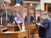 El Senado chileno se prepara para una sesión en la cual se esperan dos proyectos de ley sobre el retiro de pensiones opuestos entre sí.