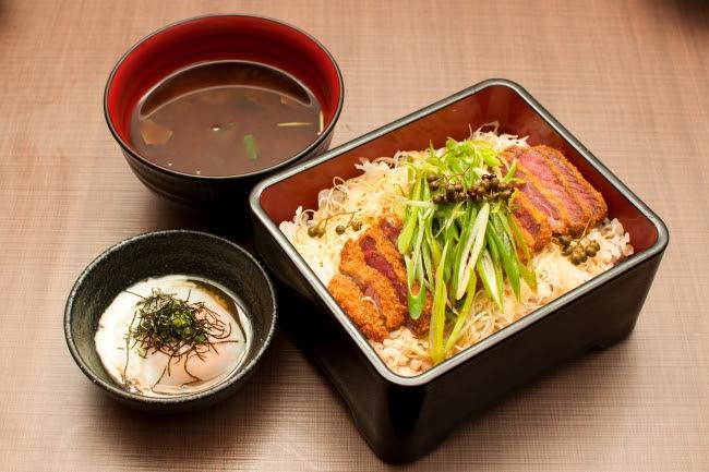 たっぷりの九条ねぎと山椒だれが香る「京都勝重」:1350円(+税)