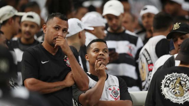 Organizada do Corinthians marca protesto contra diretoria e elenco