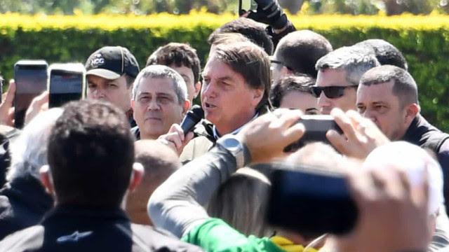 Bolsonaro diz ao STF não ter sido irresponsável ao promover aglomerações