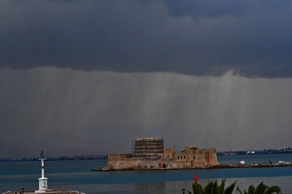 ΕΜΥ: Ο καιρός σήμερα Δευτέρα 12/3 -Τοπικές βροχές αλλά υψηλές για την εποχή θερμοκρασίες