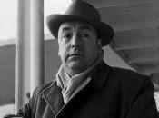 """Una de las frases más conocidas de Pablo Neruda es """"me gustas cuando callas porque estás como ausente"""", del Poema XV."""