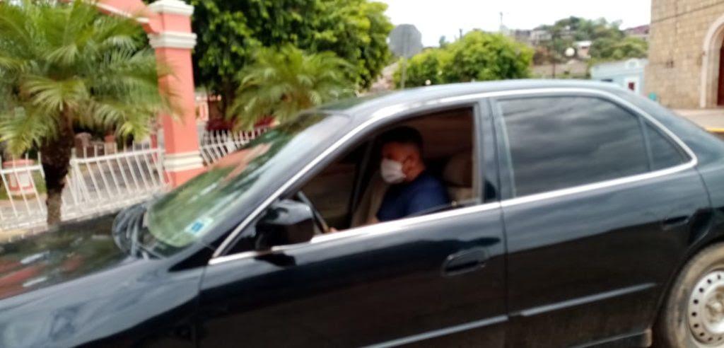 Un policía le quitó las llaves del vehículo a Roberto Amaya, y lo estacionó mientras a los hermanos los atacaban.