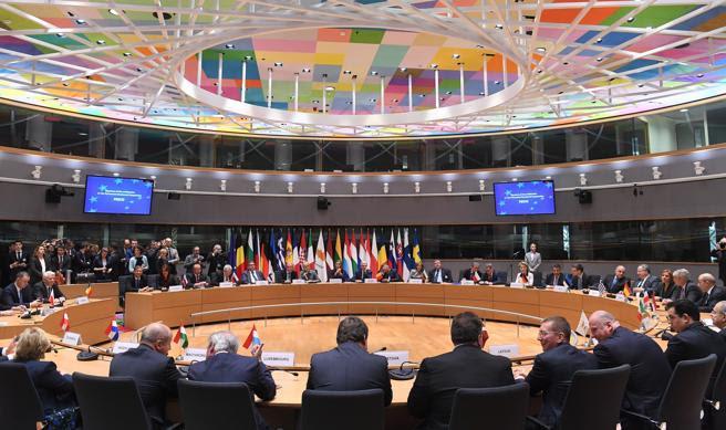 El salón de plenos mientras los ministros de Asuntos Exteriores y Defensa asisten a la firma de una declaración  del PESCO