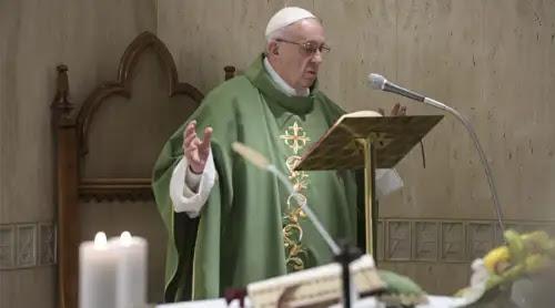 El Papa afirma que predicar la pobreza no es comunismo: Está en el centro del Evangelio