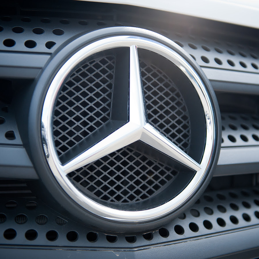 Mercedes-Benz-Sign