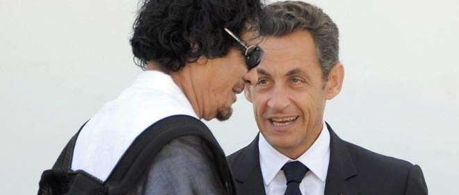 Nicolas Sarkozy, alors président de la République française, et Muammar Kadhafi, le 10 juillet 2009.