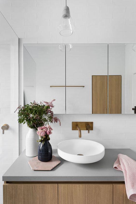 Lovely white and gray bathroom / Lindo baño blanco, gris y azul / Casa Haus Deco