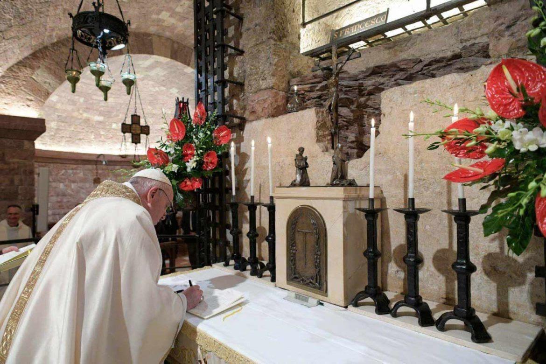 papa-francisco-enciclica-fratelli-tuti-william-plata-1170x780