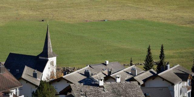 La commune de Brigels, dans les Grisons, se cherche un nouveau curé.