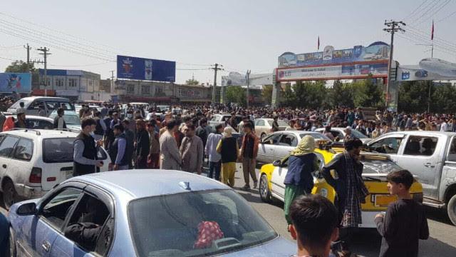 Pelo menos cinco mortos no aeroporto de Cabul; caos para fugir do país
