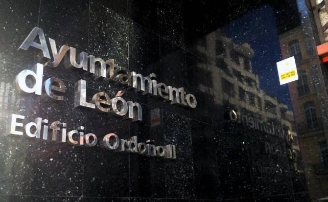 León Laica reprocha al Ayuntamiento que dé fondos a un monumento religioso dedicado a los sanitarios