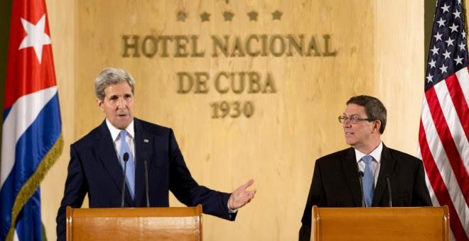 El ministro cubano de Relaciones Exteriores, Bruno Rodríguez y el Secretario de Estado de Estados Unidos, John Kerry.- REUTERS
