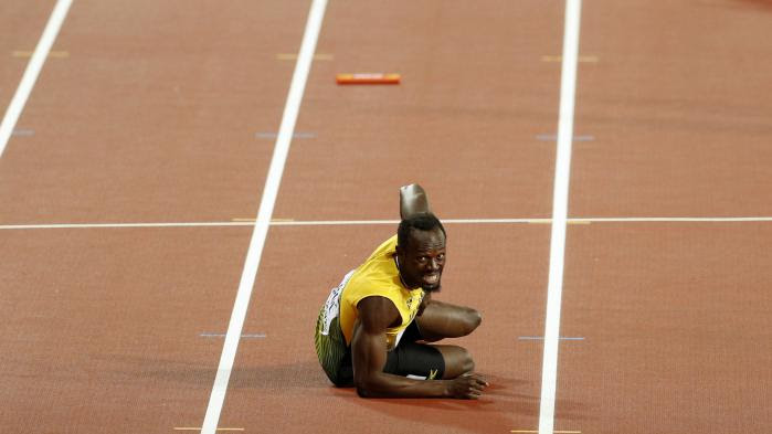 VIDEO. Mondiaux d'athlétisme : foudroyé par une blessure dans le relais 4x100 m, Usain Bolt ne termine pas sa dernière course