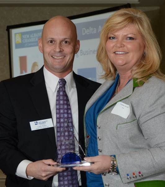 Craig Fullen, President of The Fullen Law Group, presents Tammy Krings with the Delta Award for Outstanding Business Leader