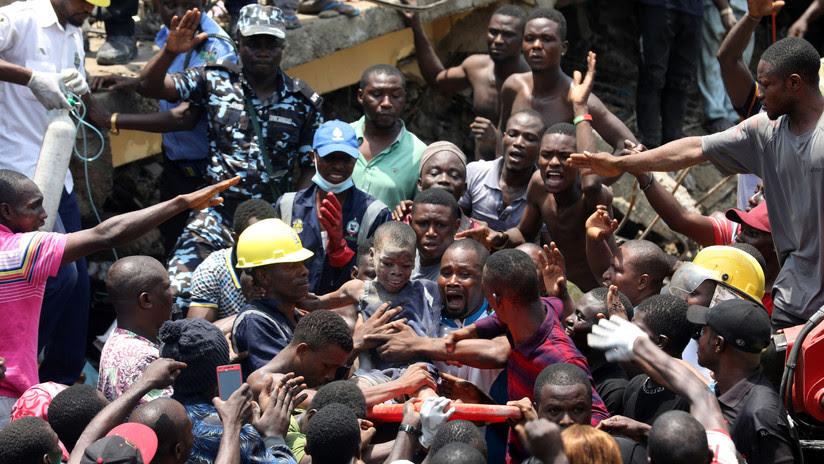 VIDEO: Más de 100 niños sepultados por los escombros al colapsar una escuela en Nigeria