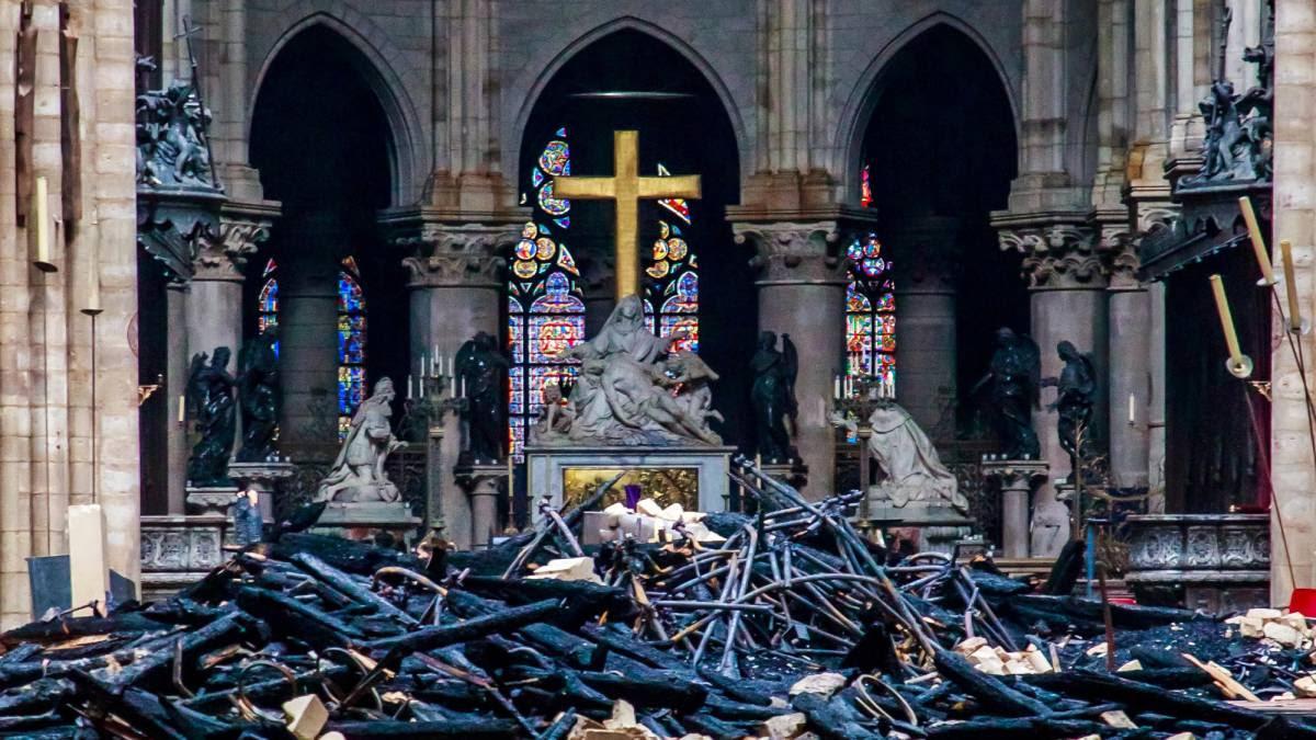 Una cadena humana logró salvar decenas de obras del incendio de Notre Dame