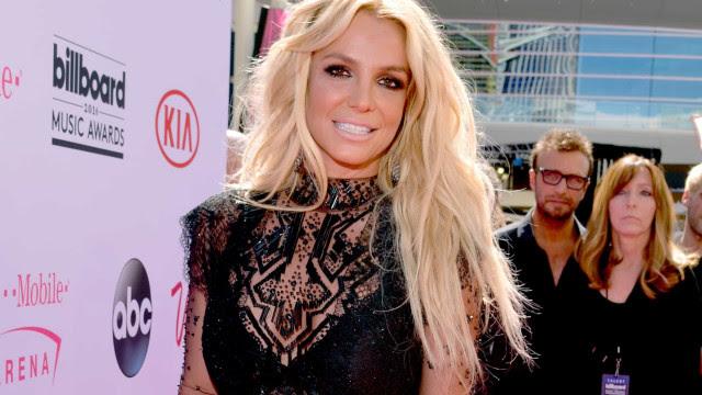 Pai de Britney Spears é suspenso da tutela sobre a filha
