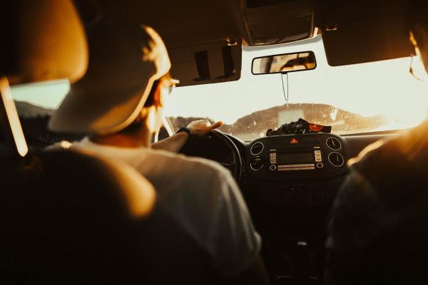 Αντικαπνιστικός νόμος: Τέλος το τσιγάρο και πίσω από το τιμόνι - Πρόστιμο έως και 3.000 ευρώ - Τι ισχύει για οδηγούς, συνοδηγούς