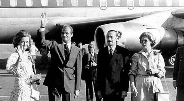 El rey Juan Carlos y la reina Sofía, con Videla.