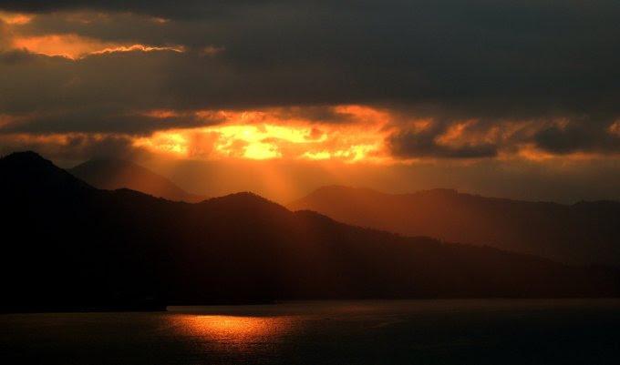 Prier pour les âmes du purgatoire avec ND de Montligeon!! Sunset-410133