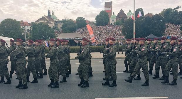 Zdjęcie numer 12 w galerii - 15 sierpnia. Wielka Defilada Niepodległości przeszła ulicami Warszawy.