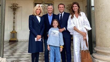 El ex presidente Mauricio Macri junto a Emmanuel Macron en Francia