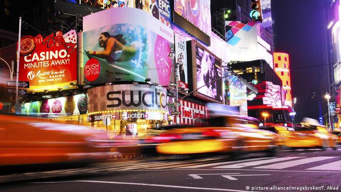USA Verkehr auf der 42nd Street in New York (picture-alliance/imagebroker/T. Abad)