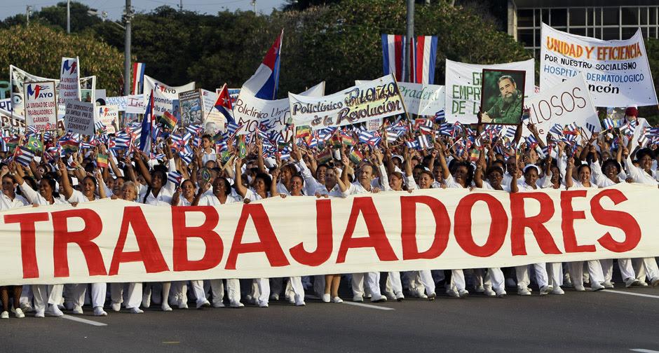 En fotos, el multitudinario desfile en la Plaza de la Revolución