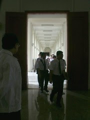 1st yr Sport Science students arrive International Tipitaka Hall for the first time 2003