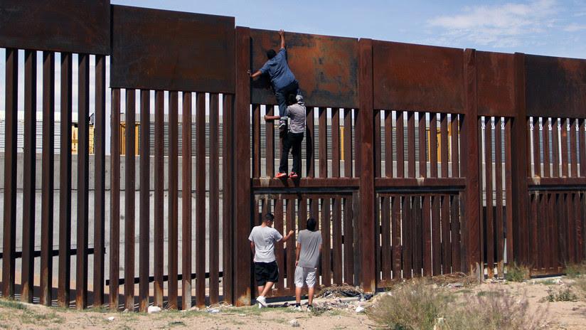 Un mexicano tarda 2 minutos en saltar el muro  en la frontera de EE.UU.