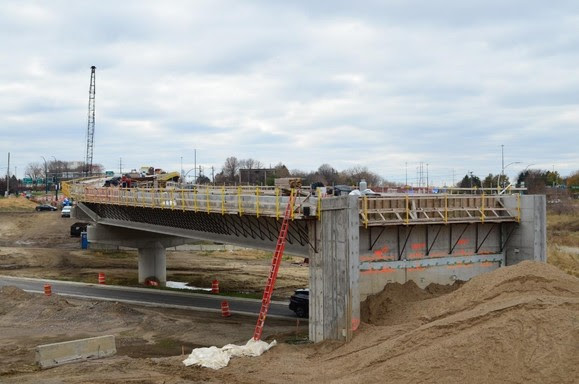 Valley View Road LRT bridge: bridge deck work is ongoing with most of the structure complete.
