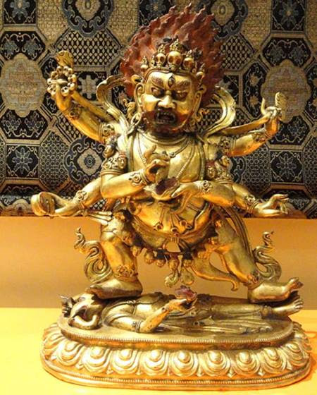 Mahakala, aquí en una estatuilla tibetana, está considerado tanto un aspecto del Bodhisatva de la Compasión Infinita como un avatar de Shiva.