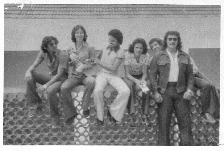 Zeca Tatu, Flávio Jarbas, Alexandre, Ivonilton Gonçalves (Vonca), Amauri e Paulo Ludovico (de blusão jeans), na quadra de esportes do CBC - 06-12-1974
