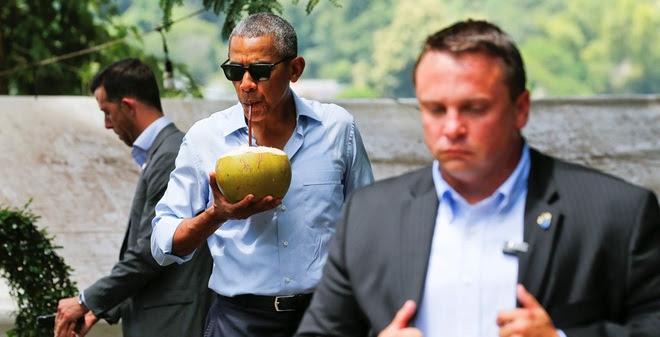 Tổng thống Obama dạo phố, uống nước dừa ở Lào