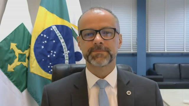 Presidente da Anvisa diz que vai tomar vacina contra Covid-19 e convida Bolsonaro, que recusa