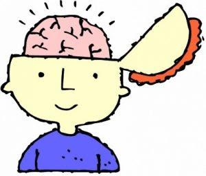 Slika fanta, ki ima odprte pol glave. Vidijo se možgani, ki delajo.