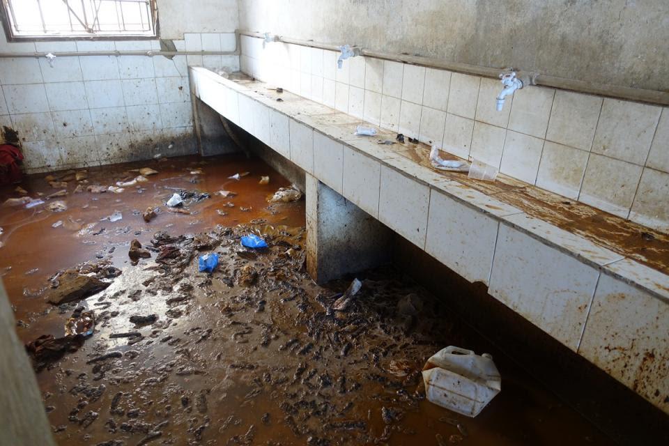 Sanitarios en el centro de detención al oeste de Misrata.